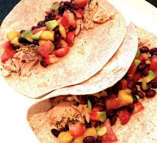 Wraps met zalm en salsa