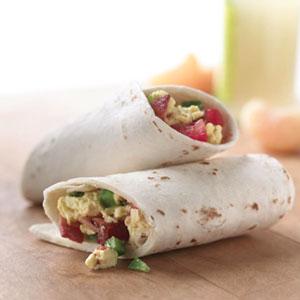 Wraps met kalkoenbacon en ei