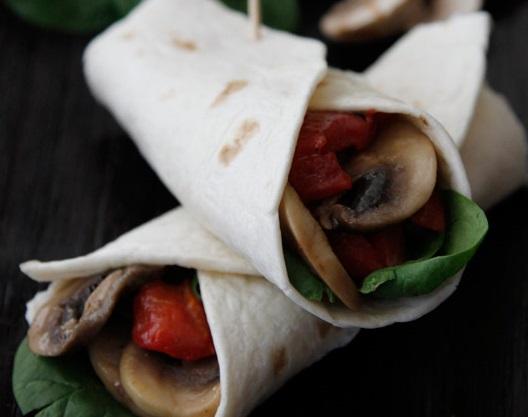 Vegetarische wraps met champignons en paprika